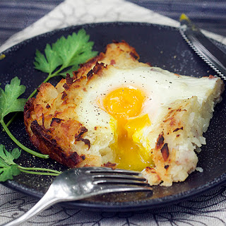 SHREDDED POTATO CASSEROLE WITH BAKED EGGS