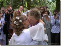 Anna Maria och Fredik kysser varandra!