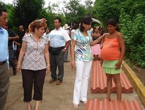 foto no. 1.- entrega de laminas en rio chiquito