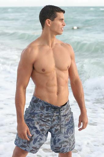 Mocho Model: Shirtless Cuban-born actor Pedro Moreno