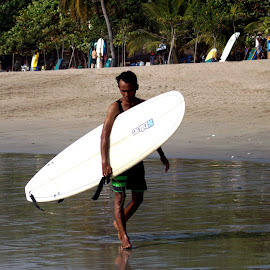 Surfer walk by Yohanes Agustinus - Sports & Fitness Surfing ( surfer, beach, walk )