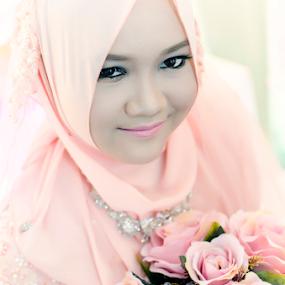 Sweet Malay Bride by Iz Fotografi Art Works - Wedding Bride ( melayu, perkajwinan, kawin, malay, iz fotografi, malay bride, malaysia )