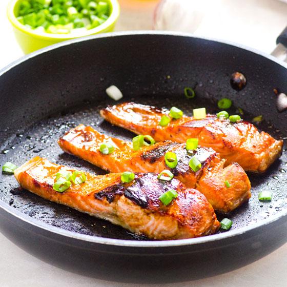 Easy Crispy Honey Garlic Salmon Recipe | Yummly