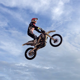 Flyin high by Mike Dietze - Novices Only Sports