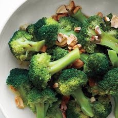 Broccoli with Toasted Cashews