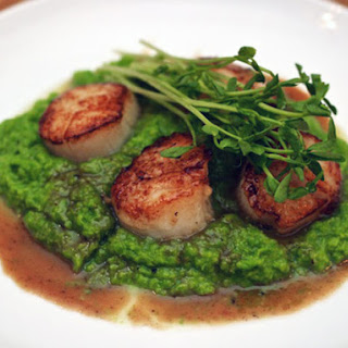 Scallops with Pea Puree and Vermouth Sauce
