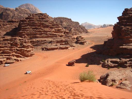 Na pustyni Wadi Rum, parapum, parapum