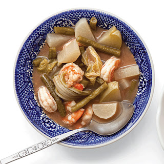 Kaeng Som Kung (Sour Curry with Shrimp)