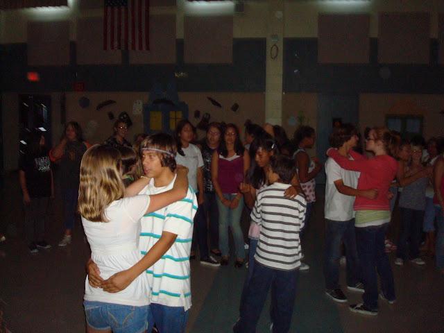 3 Ways to Slow Dance