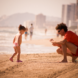 Untitled by Alex Narcis - People Family ( child, sand, family, sea, candid, beach, people, spain, palmeras )