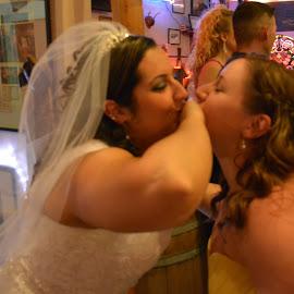BFF Kiss by Rhonda Rossi - Wedding Reception (  )