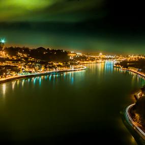 Quem vem e atravessa o rio by Tempo Cativo Paulo Borges - City,  Street & Park  Night ( fotografia nocturna, rio douro, tempo cativo, nocturna, ponte da arrábida, photography, porto )