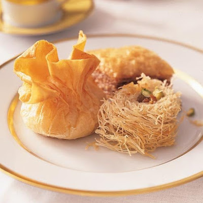 Rolled Baklava with Golden Raisins
