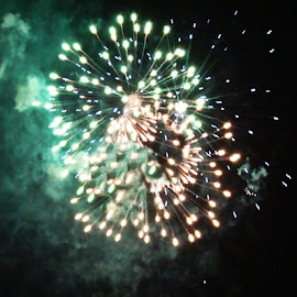Fireworks by Yvonne Collins - News & Events Entertainment ( photography )
