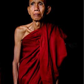 The monk in Myanmar by Đen Mắt - People Portraits of Men