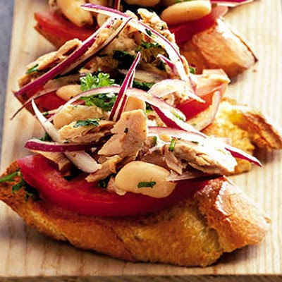 10-minute Tuna-bean Toasts
