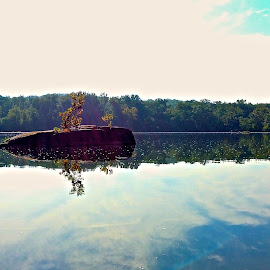 Potomac River by Tyrell Heaton - Instagram & Mobile iPhone ( iphone, potomac river )