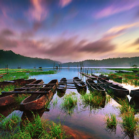 Peaceful Tamblingan by Hendri Suhandi - Landscapes Waterscapes ( bali, lake, sunrise )