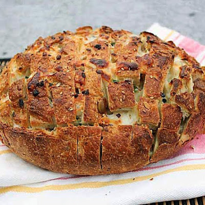 Pull-Apart Spicy Cheese Bread