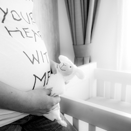 waiting by Arjan Barendregt-Schuijffel - People Maternity ( in love, woman, pregnancy, pregnant, baby, belly, expecting )