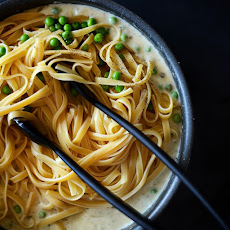 Butter-Less Alfredo with Peas
