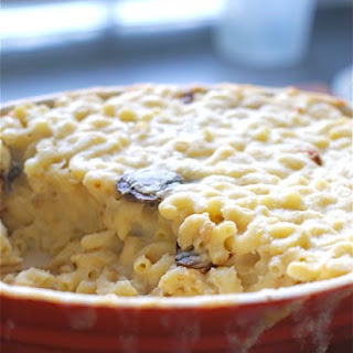Gooey Macaroni and Cheese with Caramelized Onions & Mushrooms