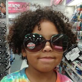 Miss Macie and waterbugs. by Lisa Doesntcare - People Family ( waterbugs, cutekids, naturalhairdoescare, naturalkids, curlynatural, kidsofinstagram,  )