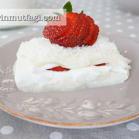 Puding Sarma with Strawberry