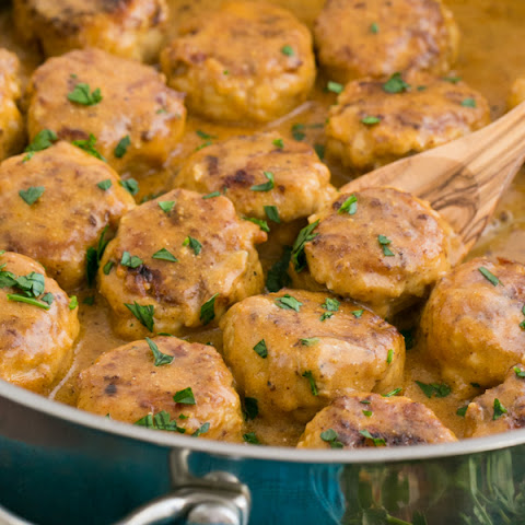 Chicken Meatballs in a Cream Sauce (Tefteli)