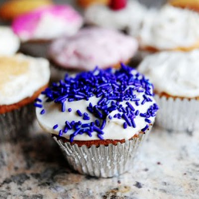 Basic Vanilla Cupcakes with Vanilla Cream Cheese Icing