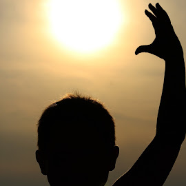 I can touch the sun by Toni Haas - Babies & Children Child Portraits ( silhouette, sunset )