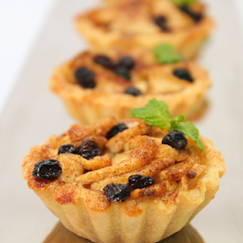 mini apple tart by Ahmad Azaharuddin Omar - Food & Drink Cooking & Baking ( cinnamon, sweets, sugar, dessert, apple tart )