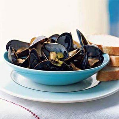 Steamed Mussels with Curry and Mint