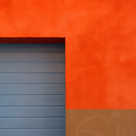 Si by Florence Guichard - Buildings & Architecture Other Exteriors ( red, blue, shutter, brown, france, house, wall, perpignan )