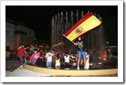 Refrescante celebración en la fuente de la Plaza de la Constitución.