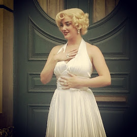 Marilynmoonroe by Hendra Parulian - Instagram & Mobile Android ( universalstudio, singapore, picoftheday, photooftheday )