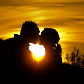 Evening Kiss by Steve Forbes - People Couples