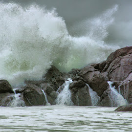 Storm wave by Gaylord Mink - Landscapes Waterscapes ( wave, breaker, storm wave, rocks, foam )