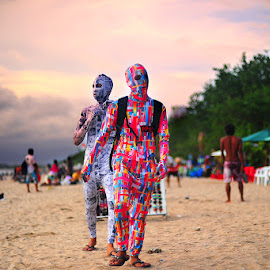 kuta beach by Bonifatius Wibowo - People Body Art/Tattoos ( #kuta #bali #beach #unique, Urban, City, Lifestyle )