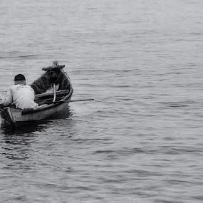 bekerja by Rendy Yuninta - Transportation Boats ( water, tidung island, indonesia, transportation, photography, device )