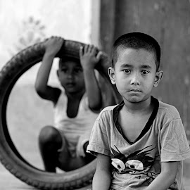 Empty Gaze by Shamim Sujan - Babies & Children Children Candids ( dhaka city, canon 70-200 2.8 is ii, village, 5d mark iiii, black and white, emptiness, gaze, boys, birulia )