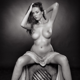 Nude on cube by Reto Heiz - Nudes & Boudoir Artistic Nude ( nude, black and white, cube, nikolart,  )