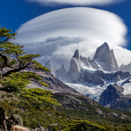 Lenticular clouds on Cerro Fitzroy by Frank Tschöpe - Landscapes Cloud Formations ( clouds, patagonia, patagonien_kalender, www.franktschoepe.com, hiking, skandinavien, island, argentina, mountains, squarespace, mirador, cerro fitzroy, landscapes, cerro torre )