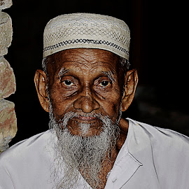 Portait of an Old Man by Shafiqul Shiplu - People Portraits of Men