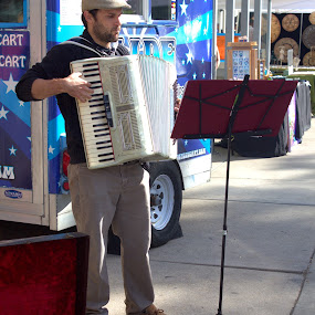 Patriot Performer by Doug Maertz - People Street & Candids