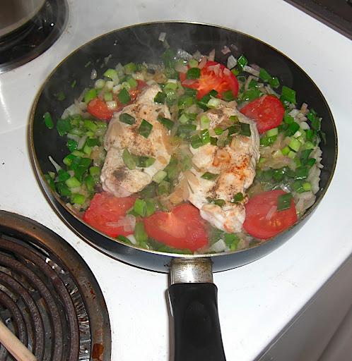 Gasztro – csirkemell filé hagymaágyon