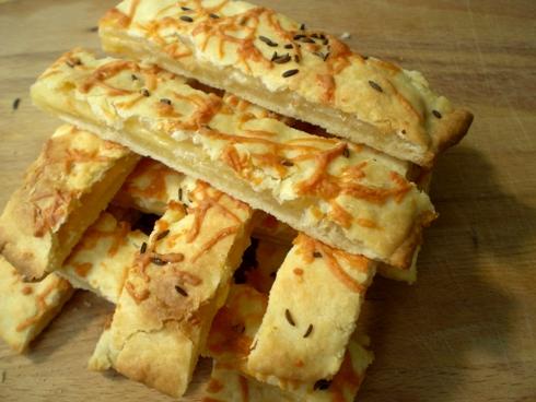 Sūrio sausainiai prie alaus