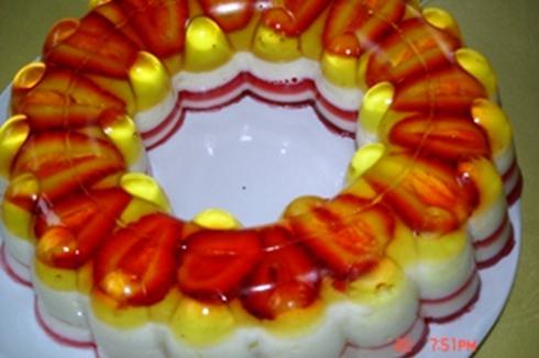 Braškių – rabarbarų želė tortas