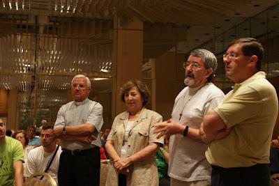 De izquierda a derecha: el Sr. Obispo, la presidenta de Cáritas Jerusalén, el Padre franciscano Teodoro y el Vicario de Caridad