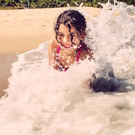 Ana Beatriz by José Tavares - Babies & Children Children Candids ( child, waves, action, beach, smile )